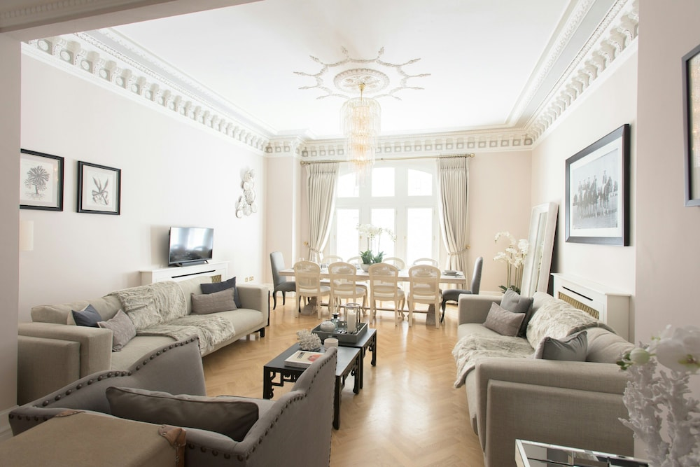 The Luxe Whitehall Duplex Apartment
