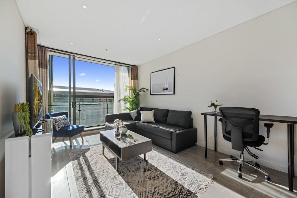 Full Darling Harbour View Luxury 2 Bedroom Apartment
