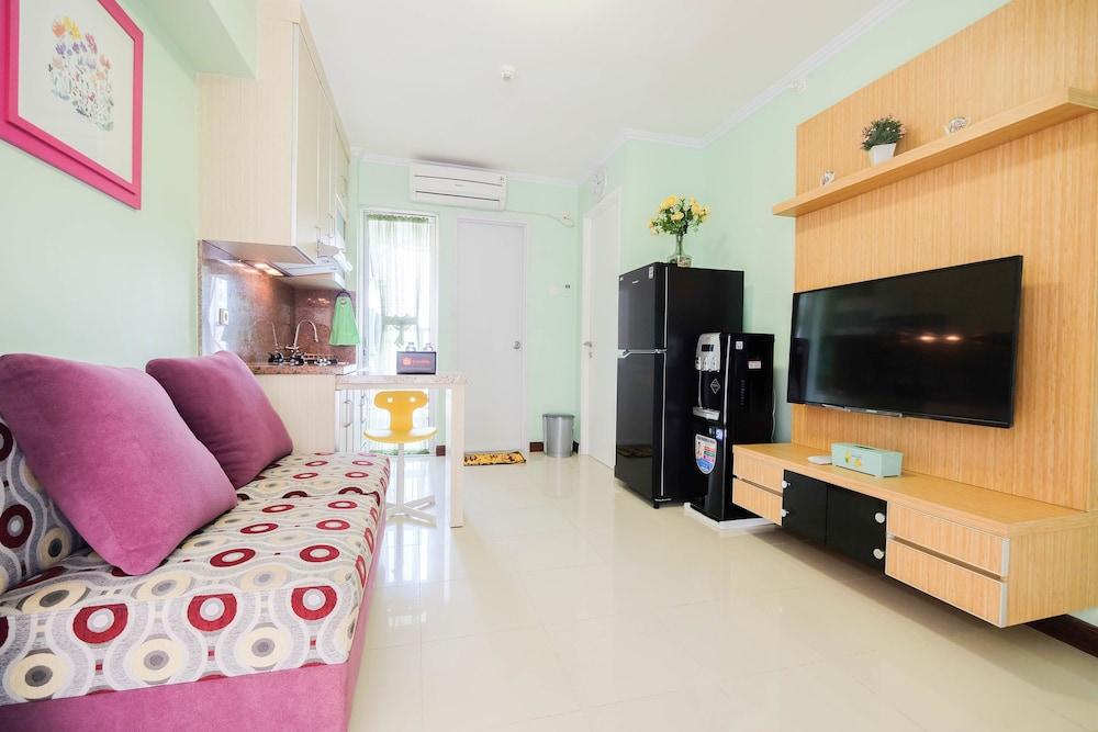 Cozy 2BR Bassura City Apartment