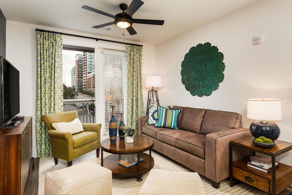 Spirited 2BR w/ Pool in Heart Of Music Row
