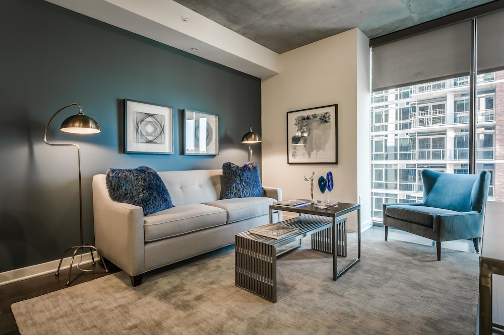 Bold 1BR w/ Pool + Gym in Victory Park