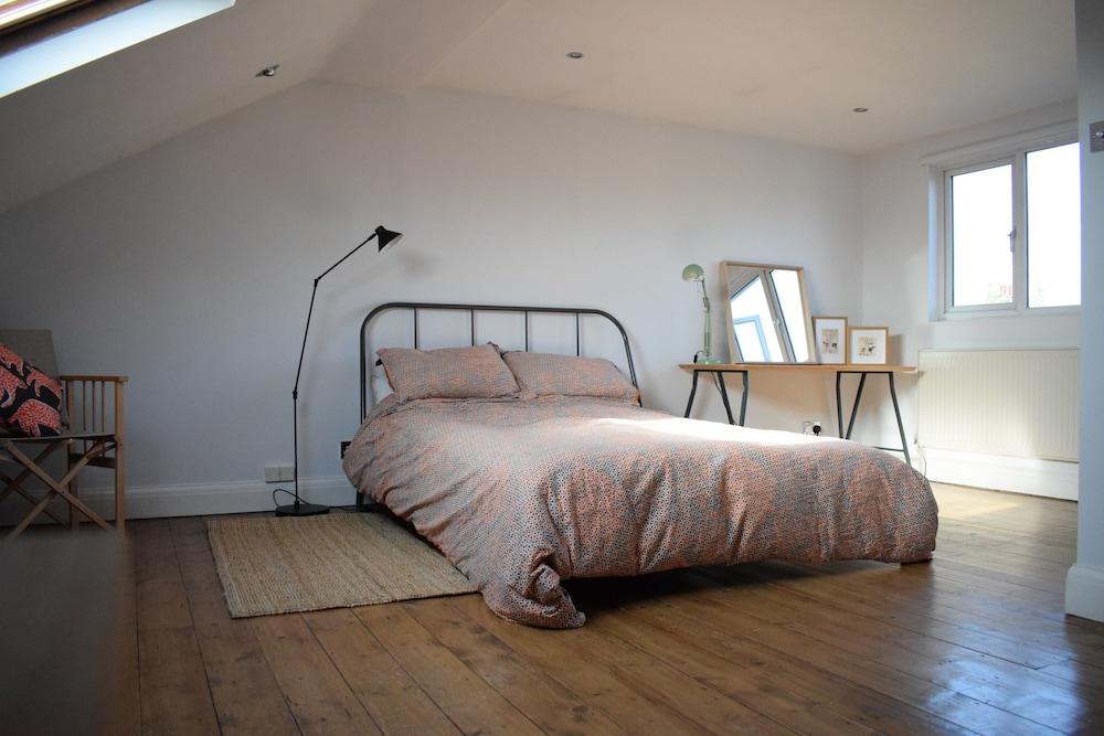 2 Bedroom Property in Brixton