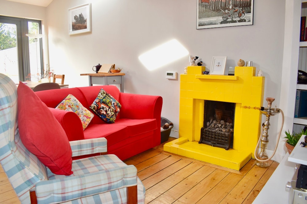 Bright 2 Bedroom Dublin House With Large Garden