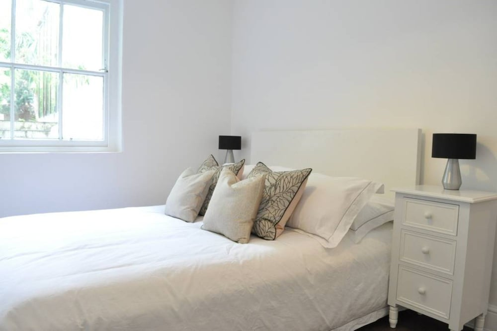 Elegant 1 Bedroom Apartment in Clapham Manor