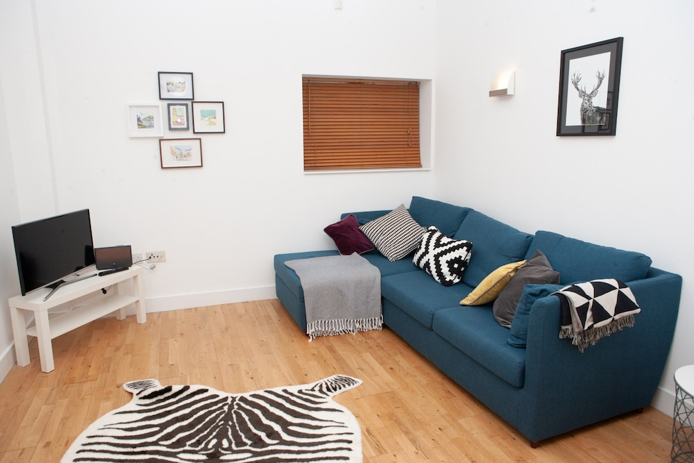 River-side 1 Bedroom Apartment in Bristol