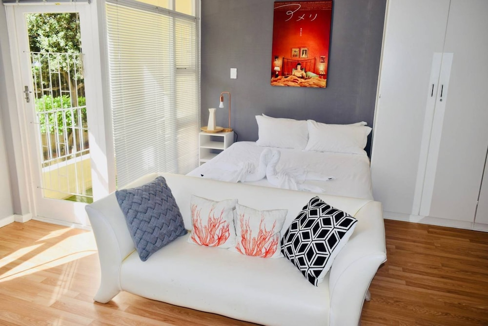 Studio Apartment With Balcony in Green Point