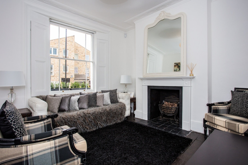 Stunning 3 Bedroom House in Clapham Manor