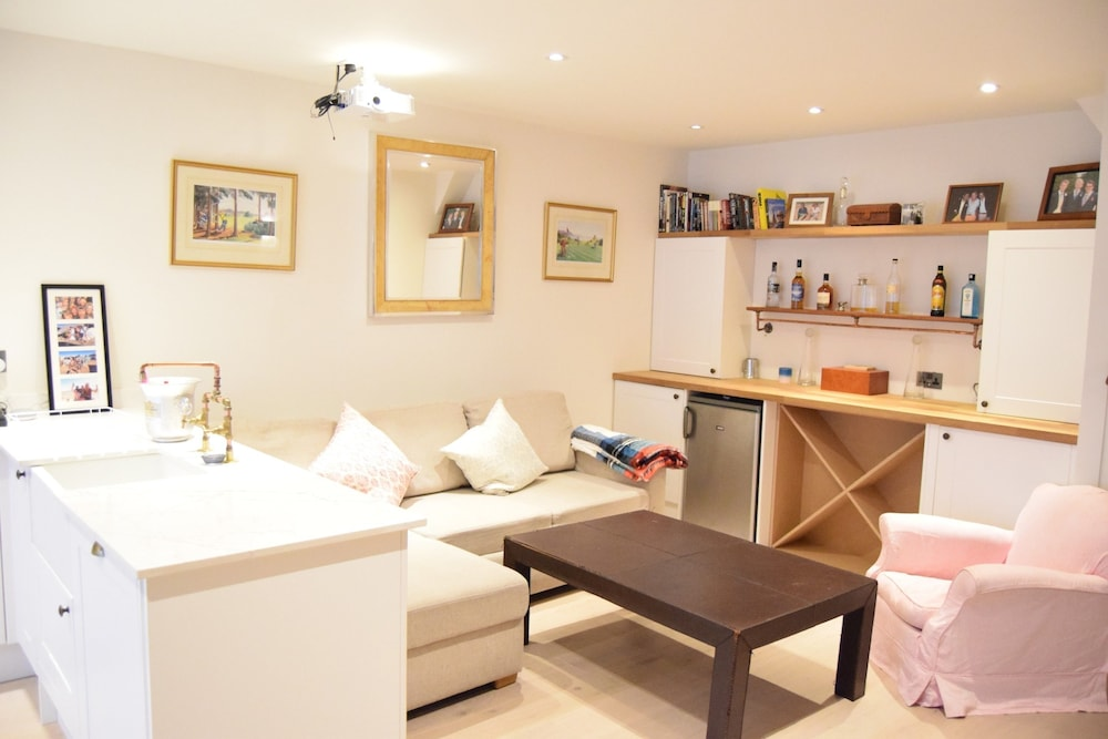 Stunning 4 Bedroom House in West London