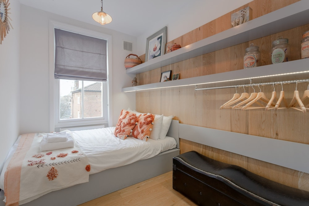 Vibrant 2 Bedroom Apartment in Notting Hill