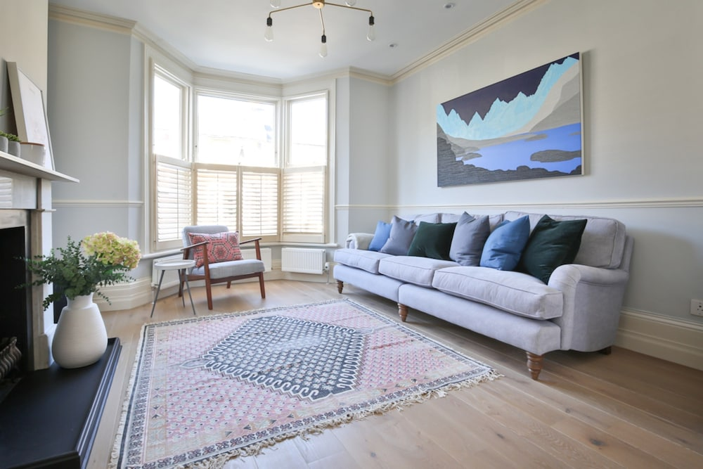 Artistic 3 Bedroom London Home With Garden