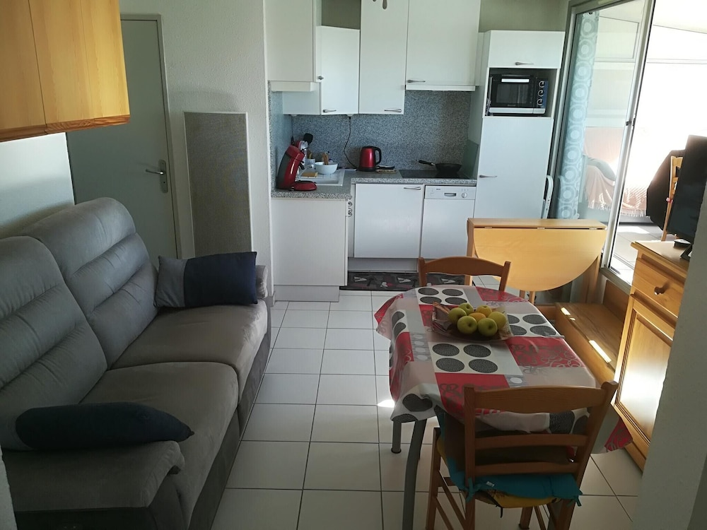 Apartment With one Bedroom in Le Grau-du-roi - 100 m From the Beach