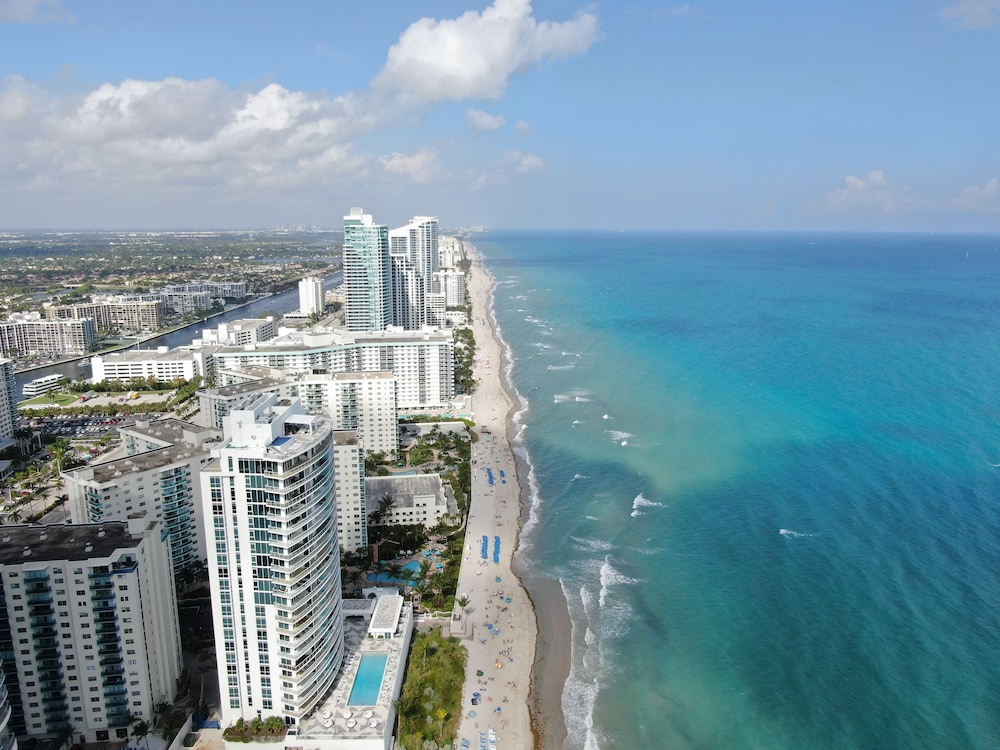 1stHomeRent Apartments at Hollywood Beach