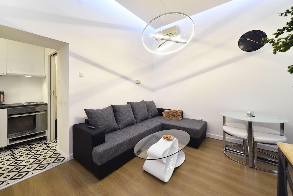 Apartment King M