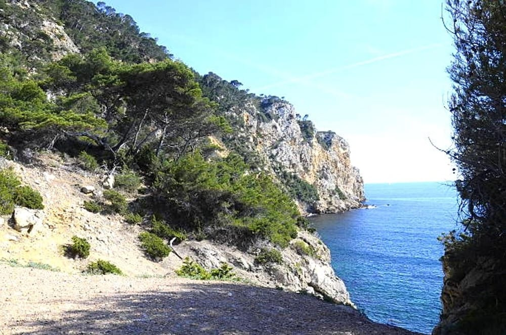 Studio in Sanary-sur-mer, With Wonderful Mountain View - 1 km From the