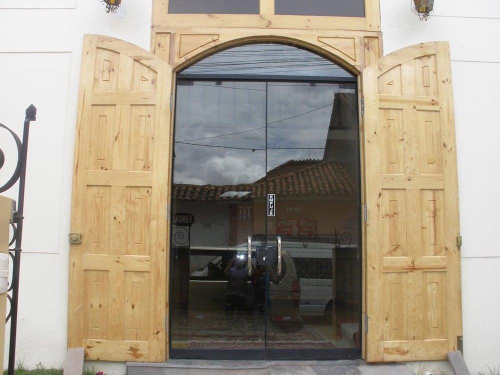 Pumas Inn Tarabamba