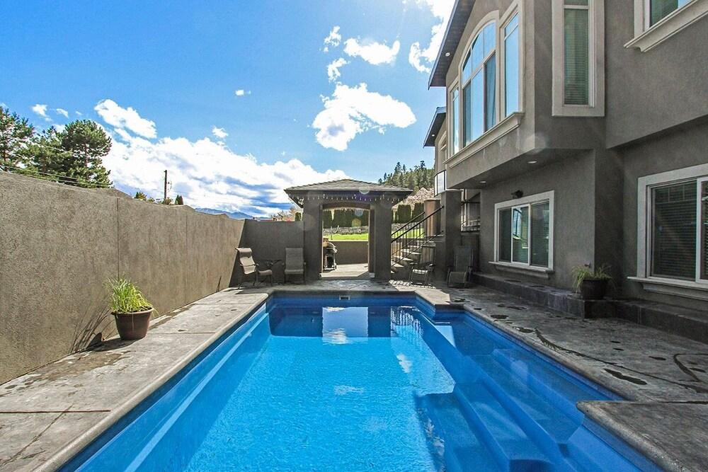 Luxury Lakefront Rooms