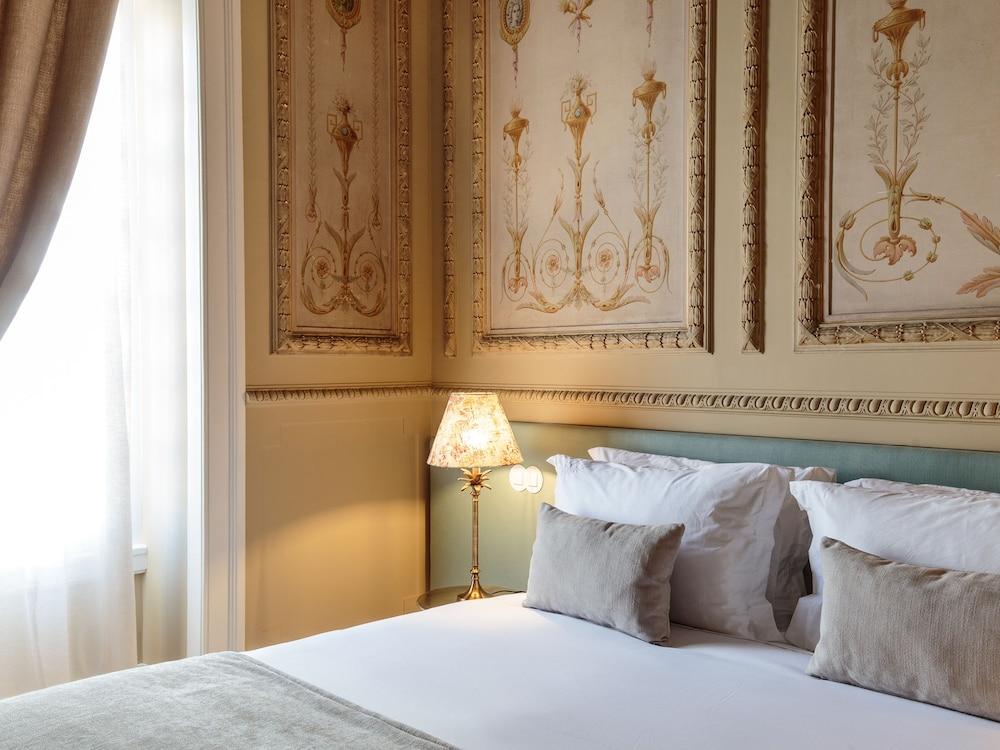 Dear Lisbon - Valmor Palace