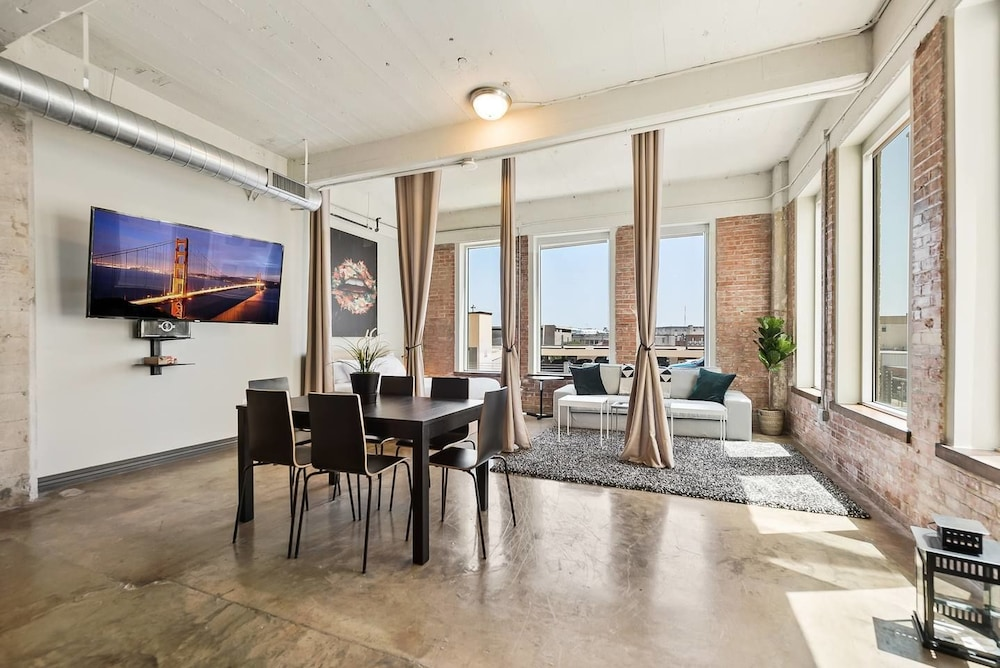 3 Bedroom Unit in Downtown Dallas+pool+gym