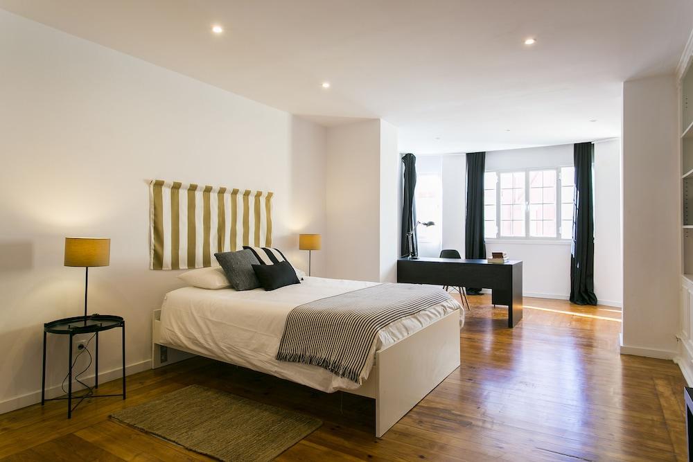 5 Bedroom Apartment near Av Liberdade
