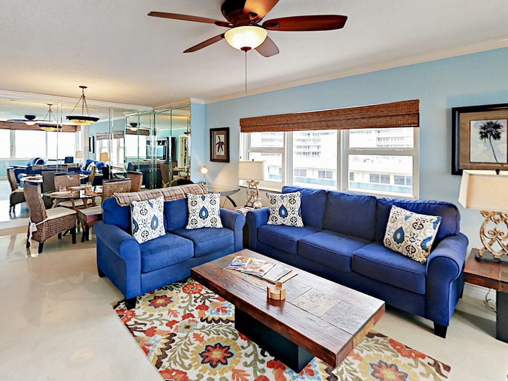 Ocean-View Penthouse Suite #1018 - 2 Br Condo