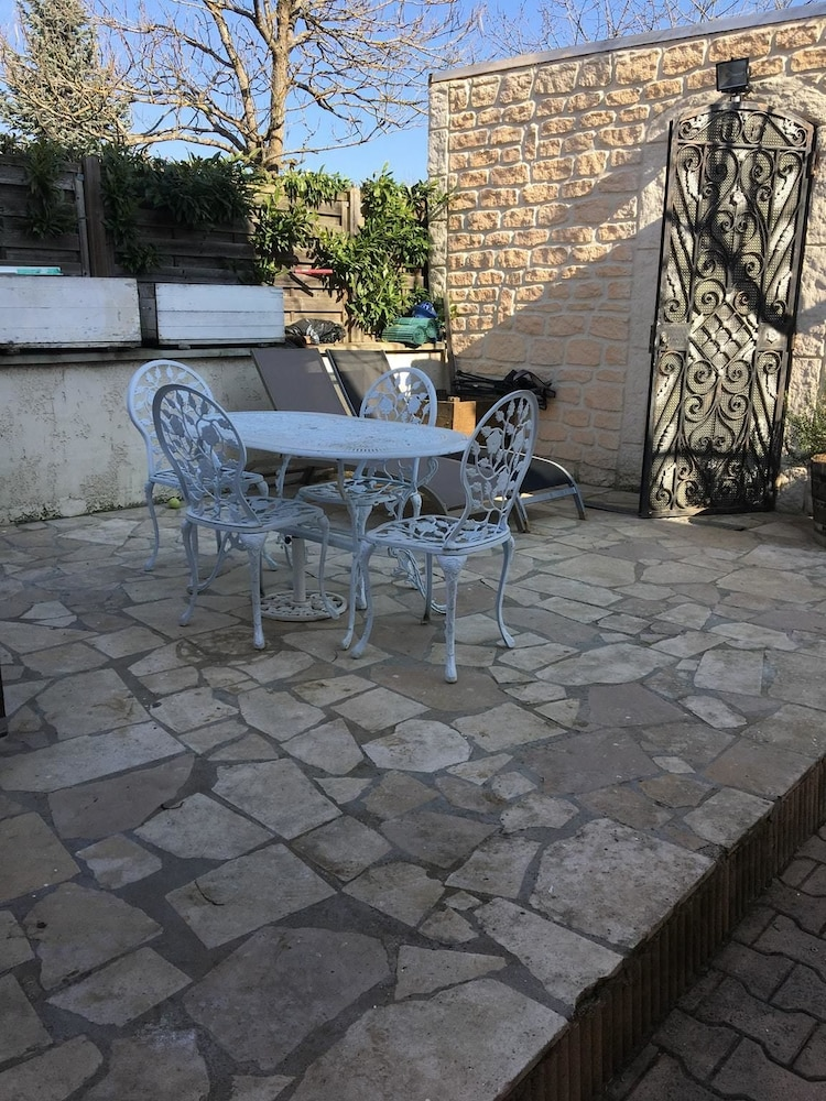 Studio in Beaune, With Enclosed Garden and Wifi