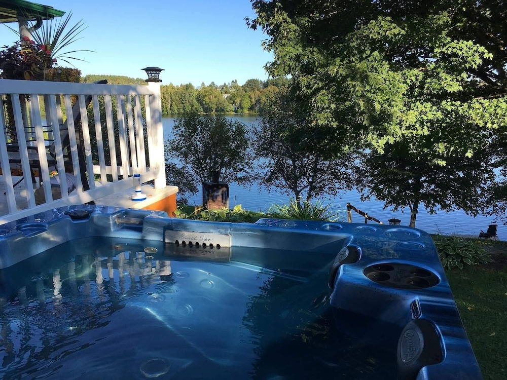 Chalet With 3 Bedrooms in Sainte-thècle, With Wonderful Lake View, Enc