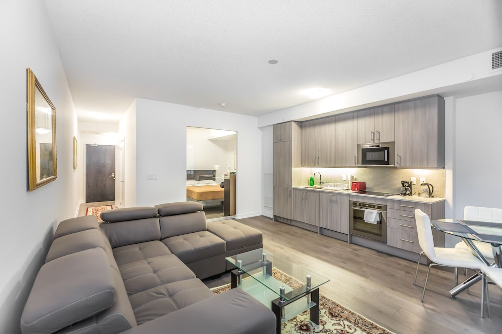 Toronto Furnished Living College Street Elevate Rooms.