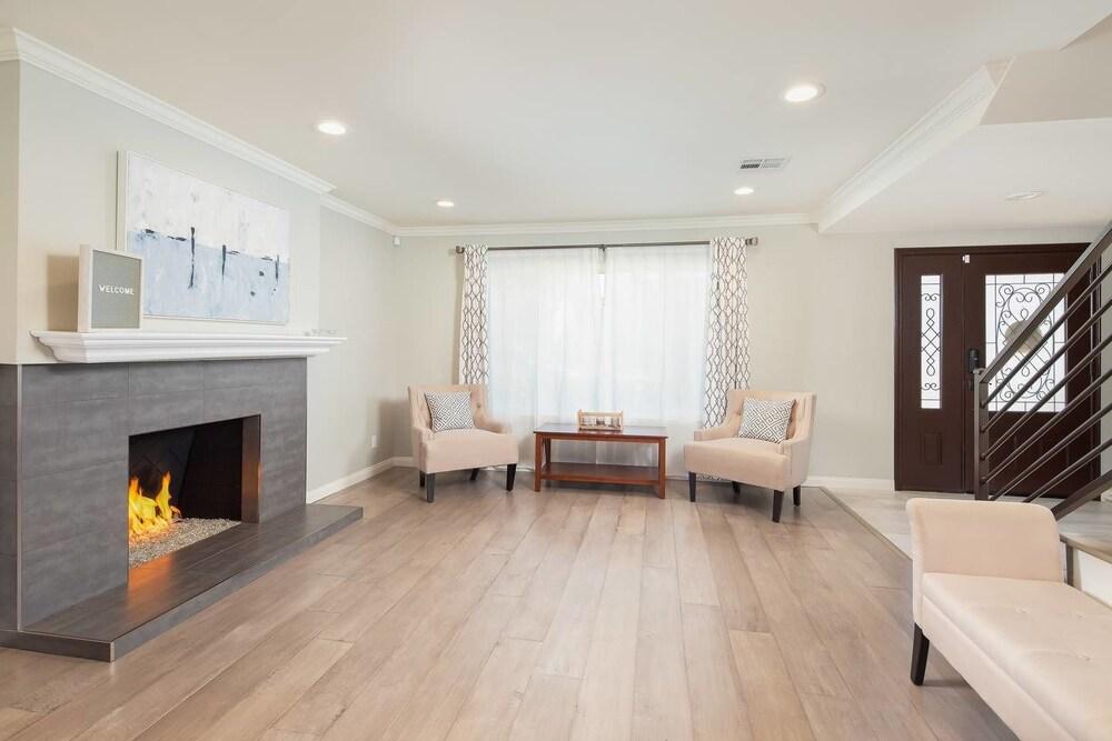 Radiant Estate New Luxury Cali 3 Bd!