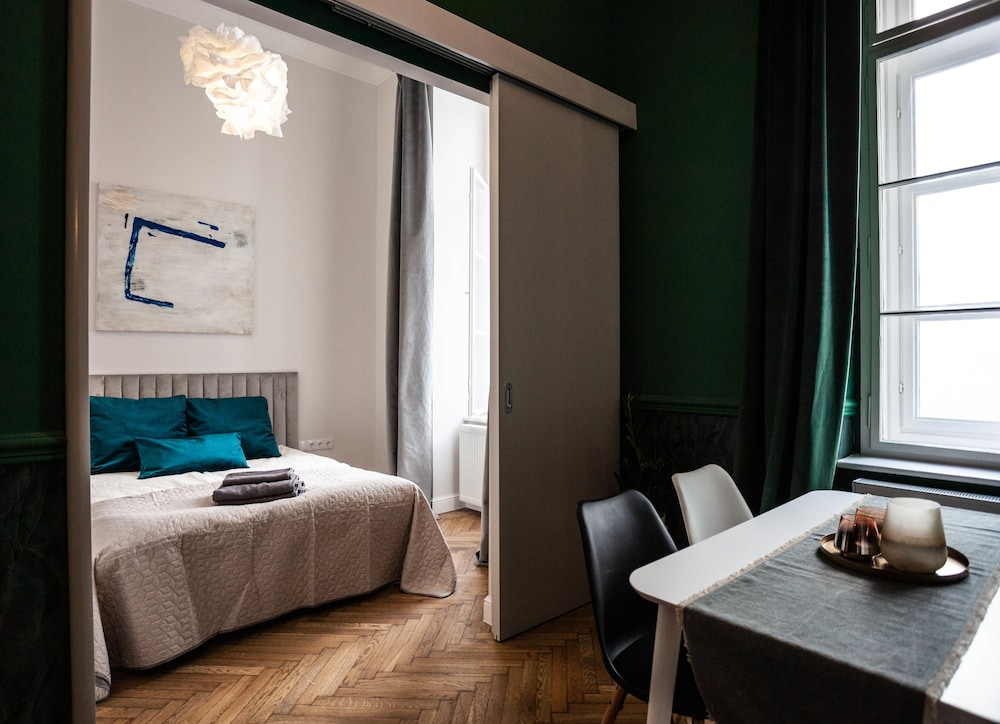 Luxury Central Apartment