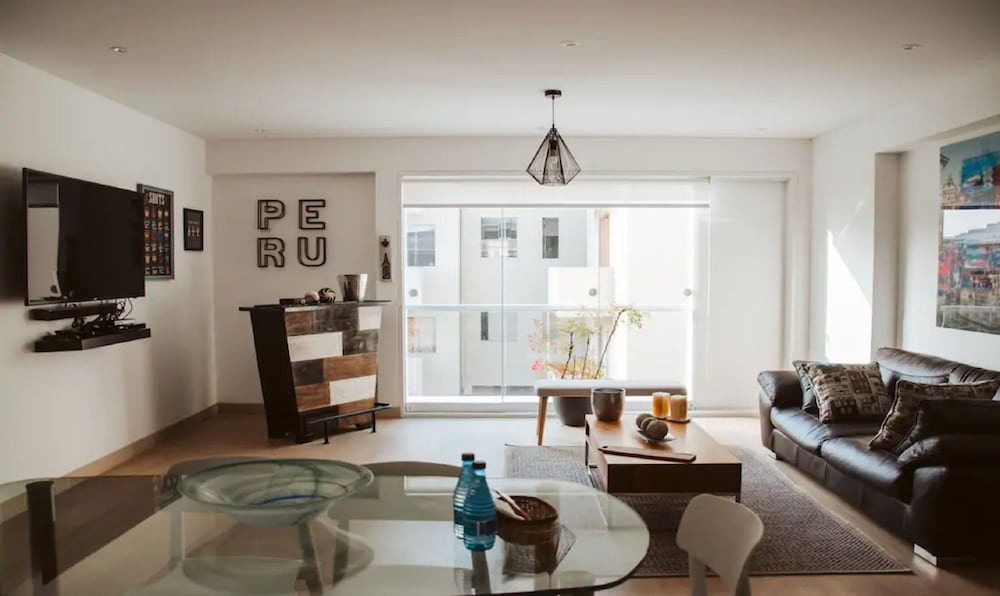 Modern Apt With Excellent Location