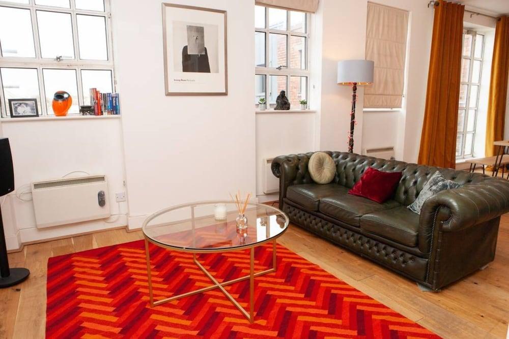 2 Bedroom City Centre Penthouse