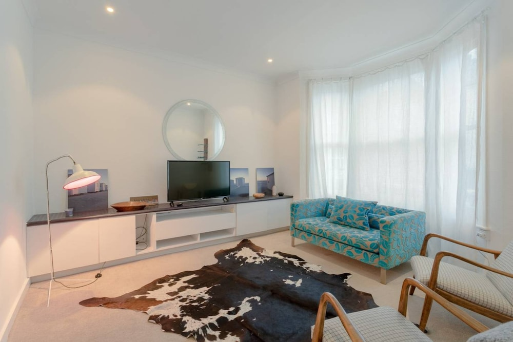 2 Bedroom House in Kensal Green