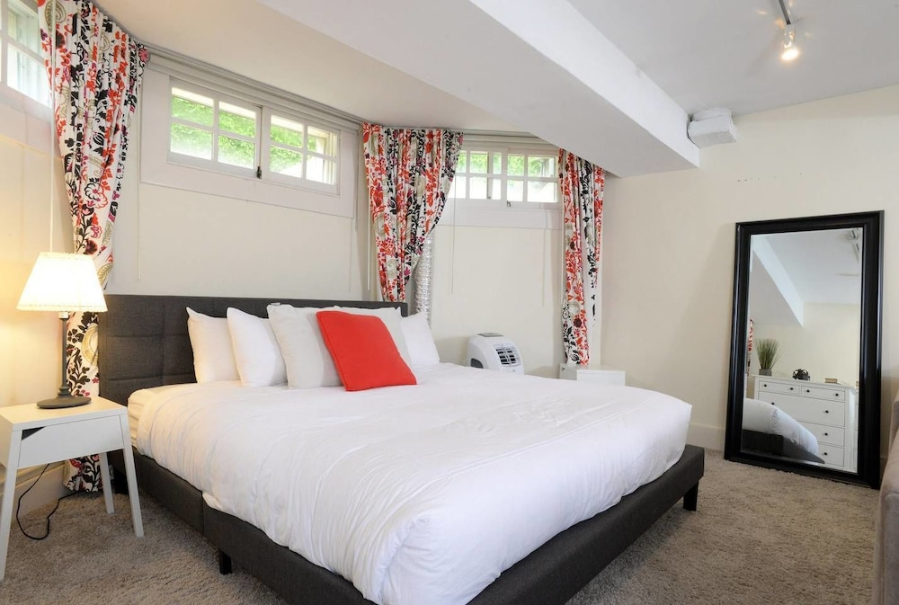 LUX Suites in the Heart of Santa Monica