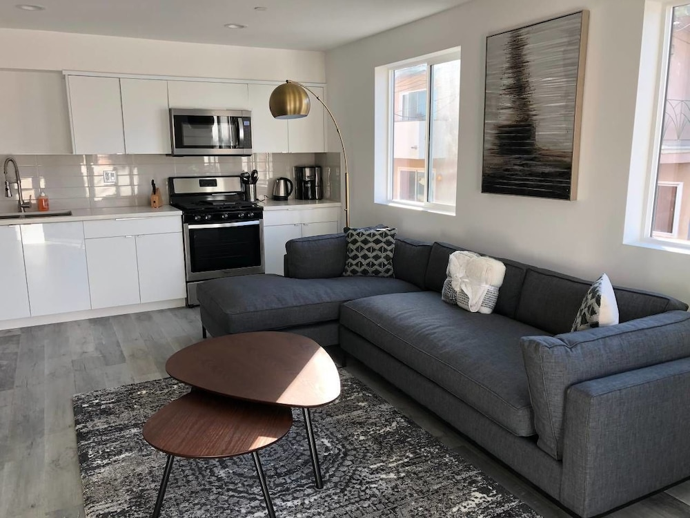 Brand NEW Luxury Spacious 3bdr Townhome Close to 3rd St