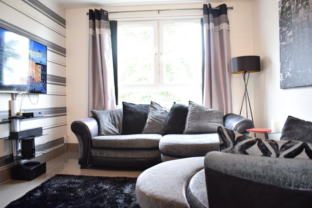 2 Bedroom Edinburgh Apartment Close To Airport