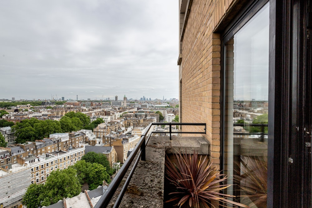 Stunning 2 bed Penthouse apartment