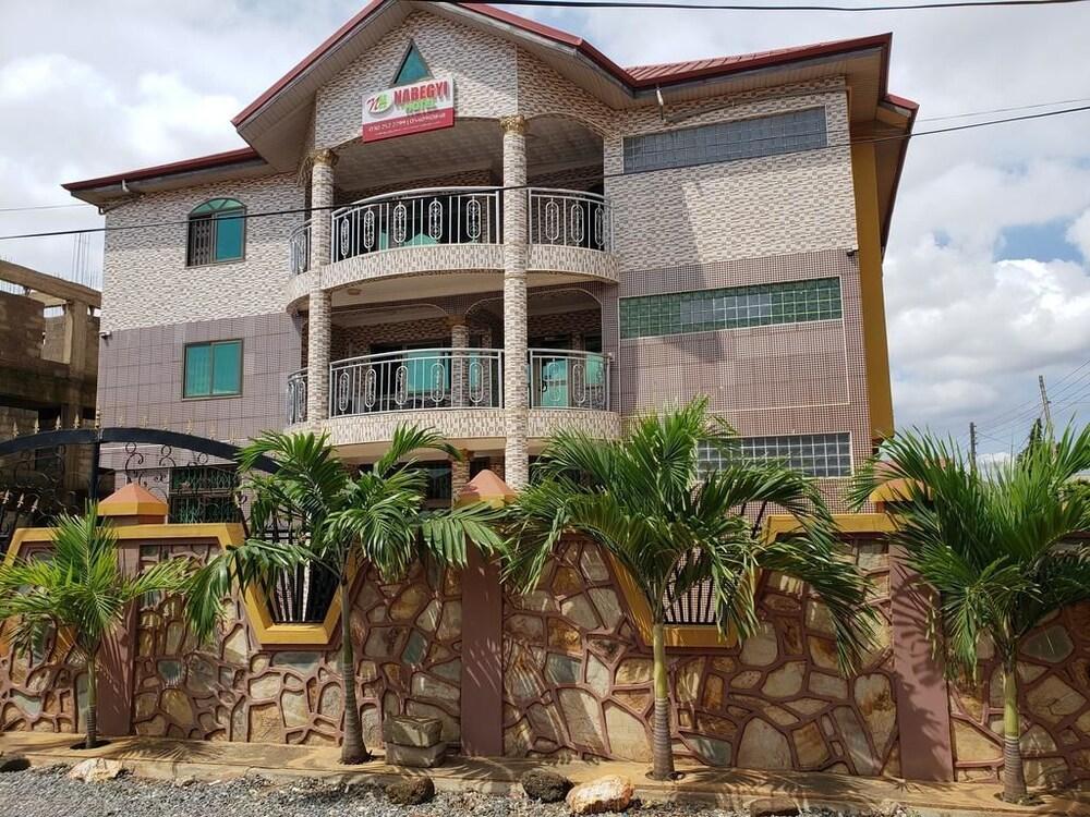 Nabegyi Hotel