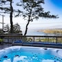 Pedro Point Beach House 15-20mins to San Francisco Sleeps 12