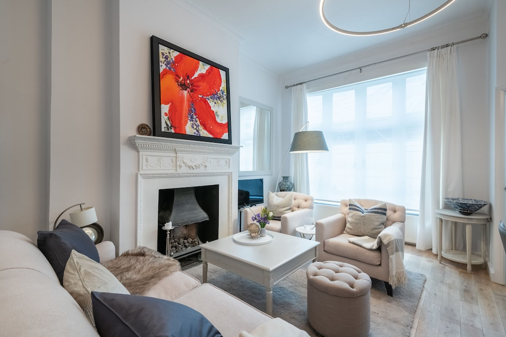 Classic Belgravia Home by Victoria Station