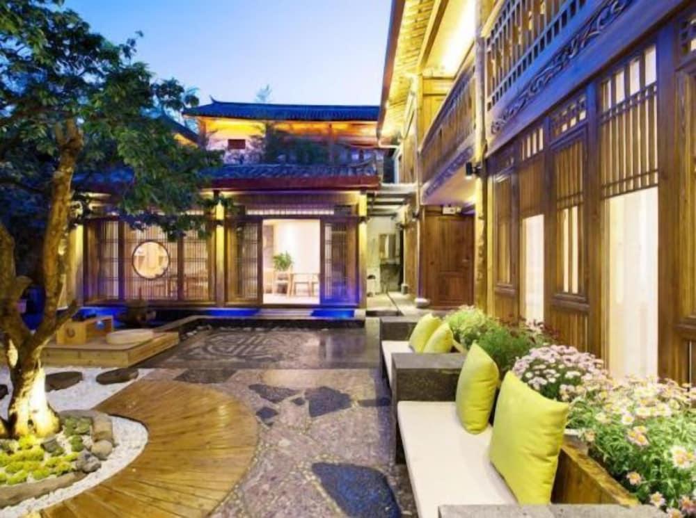 Floral Hotel Lijiang Yuezhuxuan
