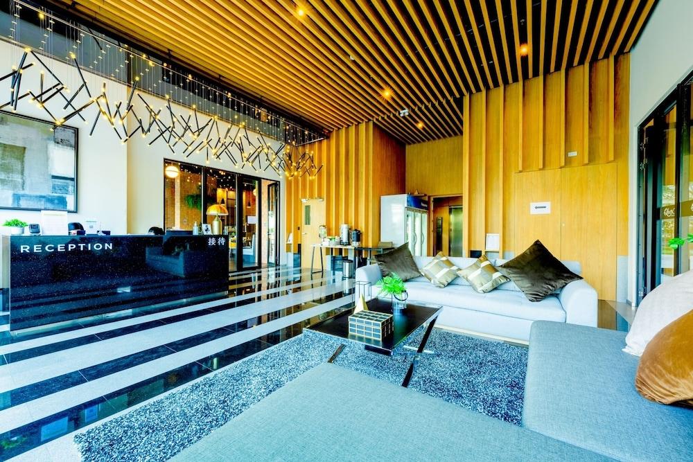 Q-Box Hotel Bangkok Blossom