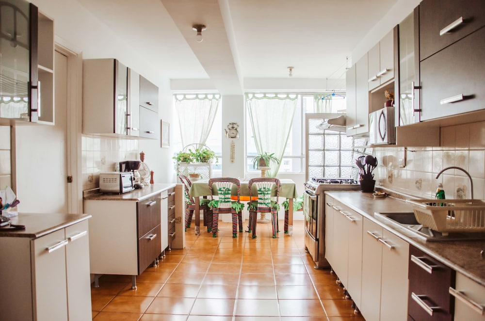 Lovely and Spacious Apartment in Miraflores