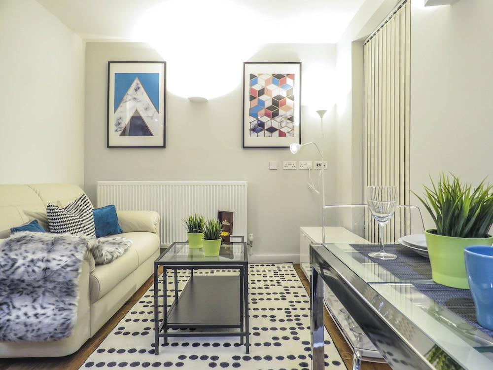 Tudors - JQ Double Bedroom