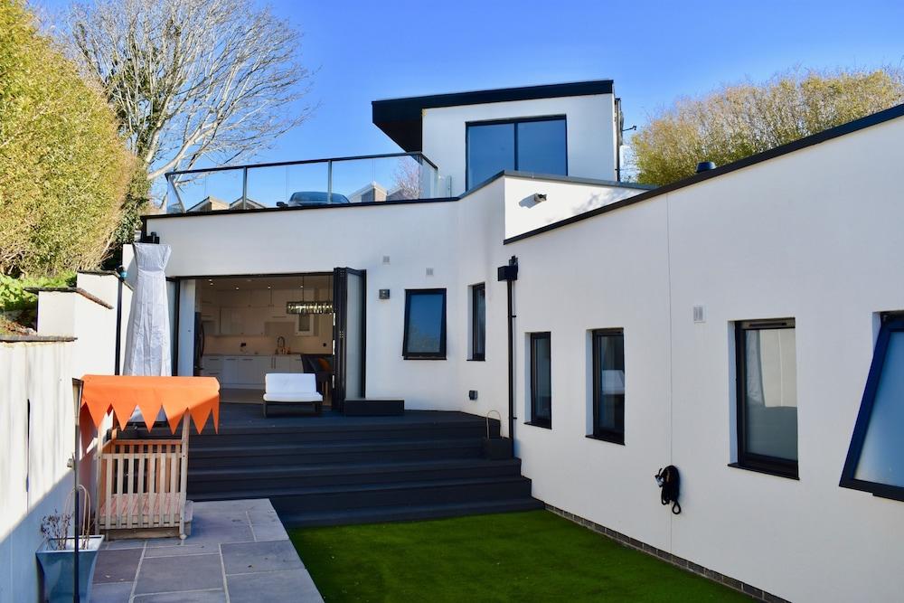 Modern 2 Bedroom Garden House