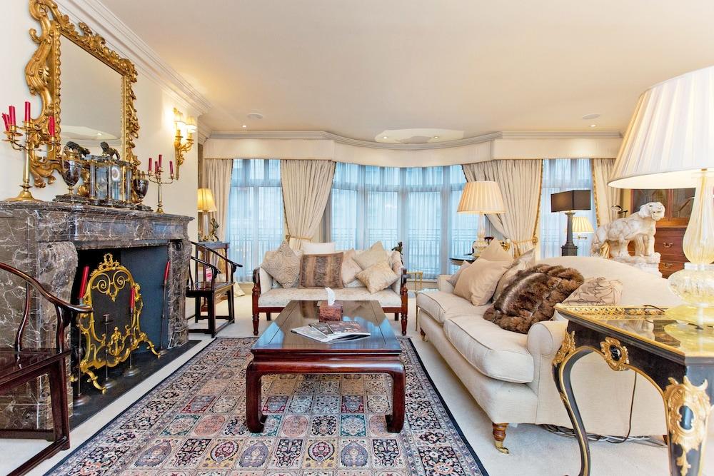 Luxury apartment beside Buckingham Palace