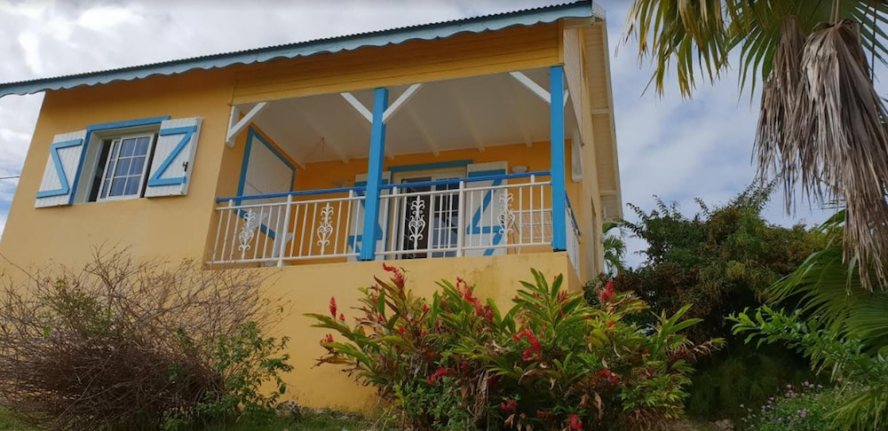 House With one Bedroom in Saint-francois, With Enclosed Garden and Wif