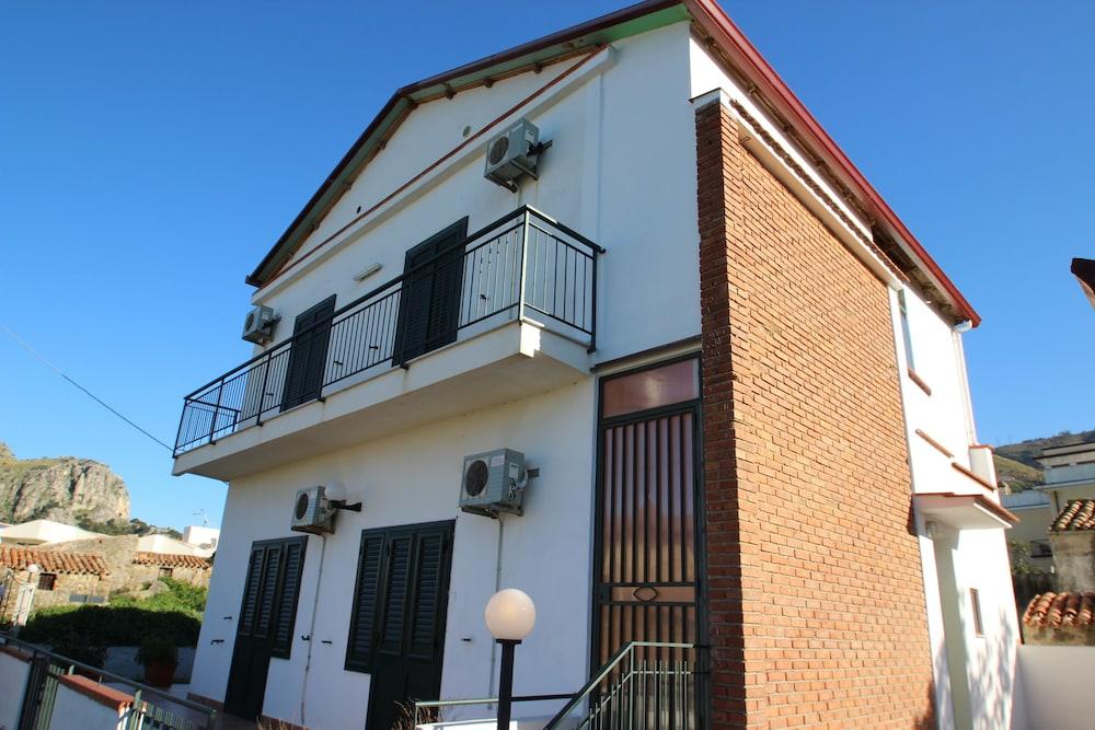 Difrontealmare Villa