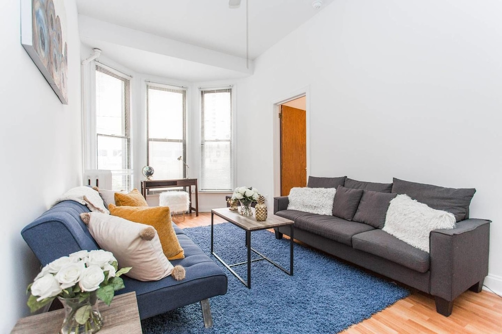 Live Like a Local - Downtown 3 BDR Gem! Steps to L