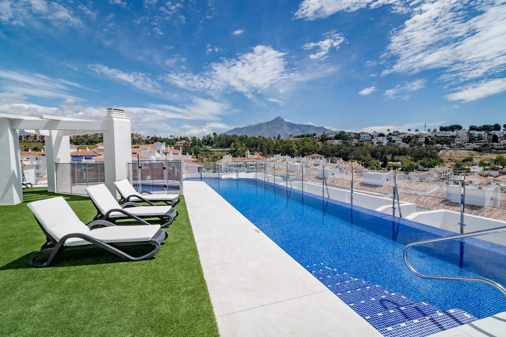 ALB301-New 2 bedroom apt with shared roof top pool