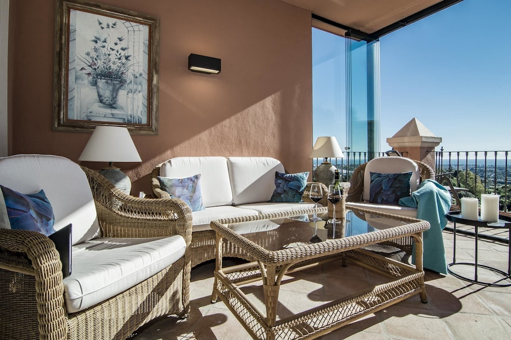 MH- 3 bedroom apartment with stunning views
